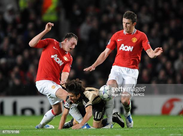 Benfica's Pablo Aimar battles for the ball with Manchester United's Phil Jones and Michael Carrick