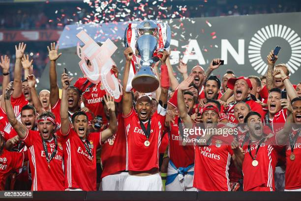 Benfica's players celebrate after winning their 36th title at the end of the Portuguese Premier League 2016/17 football match between SL Benfica vs...