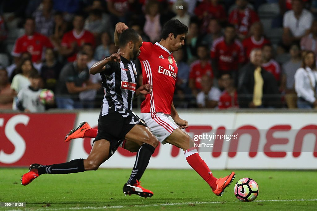 Benfica's Portuguese forward Goncalo Guedes in action with Nacional's Brazilian midfielder Washington Silva during Premier League 2016/17 match...
