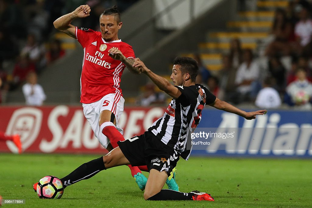 Benfica's Serbian midfielder Ljubomir Fejsa vies with Nacional's Brazilian forward Roniel during Premier League 2016/17 match between CD Nacional and...