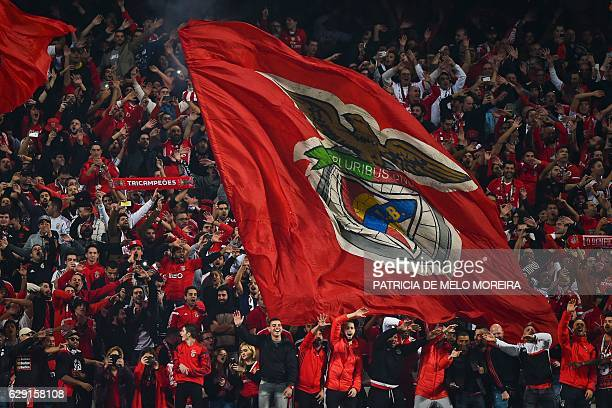 Benfica's supporter celebrate their 21 victory at the end of the Portuguese league football match SL Benfica vs Sporting CP at the Luz stadium in...