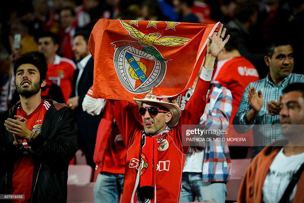 Benfica's supporter celebrate their victory over SC Braga at the end of the Portuguese League Cup semifinal football match SL Benfica vs SC Braga at Luz stadium on May 2, 2016. Benfica won the match for 2-1. / AFP / PATRICIA