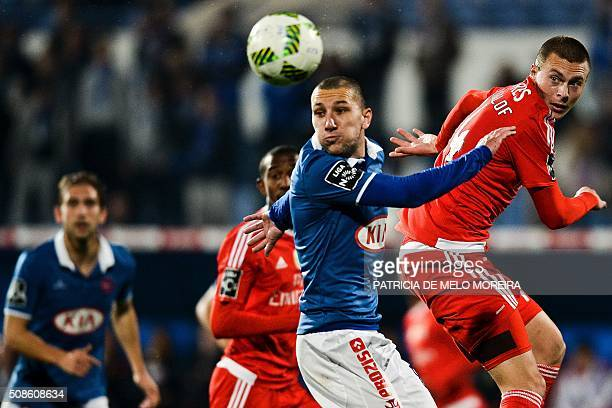 Benfica's Swedish defender Victor Lindelof heads the ball with Belenenses's midfielder Andre Sousa during the Portuguese league football match Os...