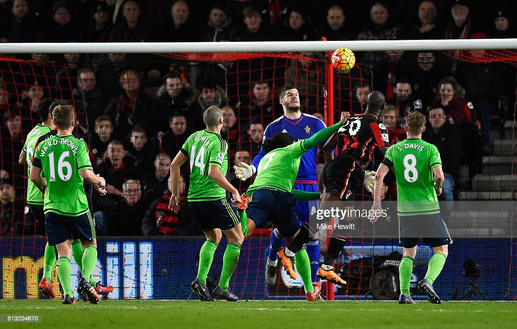 Benik Afobe (2nd R) of Bournemouth heads the ball to score his team's second goal during the Barclays Premier League match between A.F.C. Bournemouth and Southampton at Vitality Stadium on March 1, 2016 in Bournemouth, England.