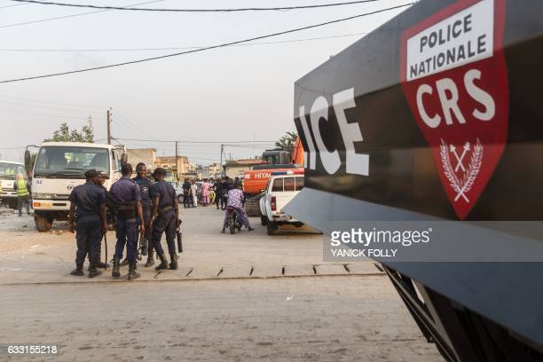 Benin security forces stand during an evacuation in downtown Cotonou on January 27 2017 On the streets of Benin's economic capital of Cotonou the...
