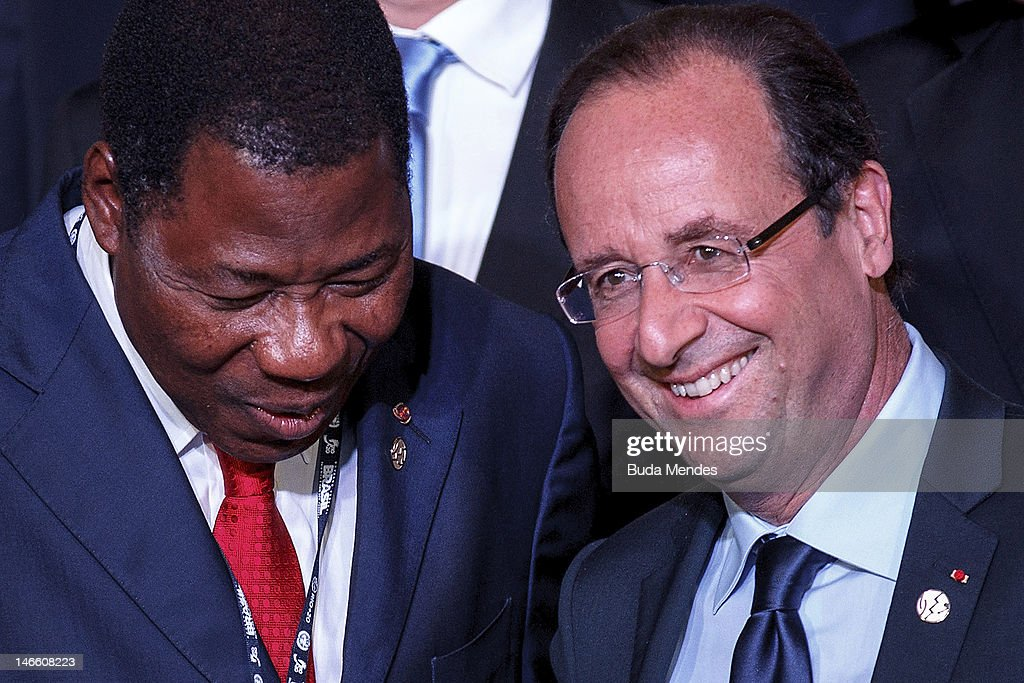 Benin's President Boni Yayi (L) speaks with France's President Francois Hollande, during the UN Conference on Sustainable Development Rio+20 family photo, on June 20, 2012 in Rio de Janeiro, Brazil.