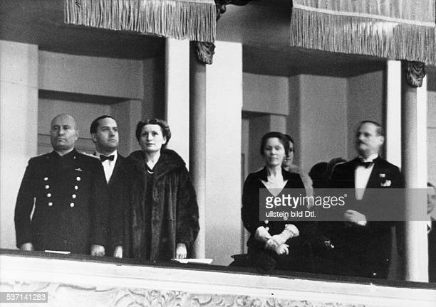 Benito Mussolini Politiker Italien 19251943/45 Diktator Italiens während eines deutschitalienischen Wohltätigkeitskonzertes in Rom neben Mussolini...