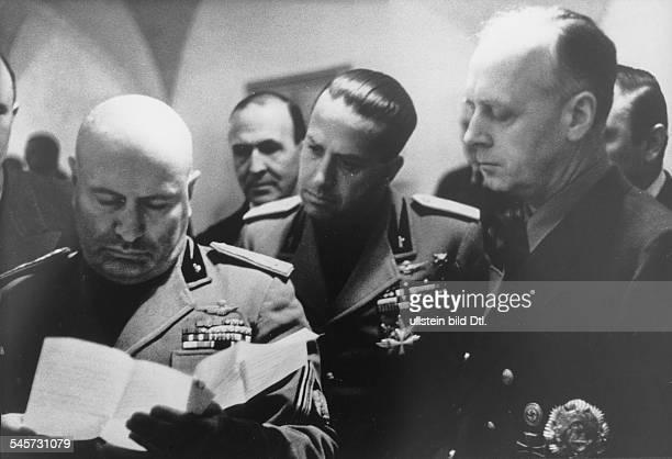 Benito Mussolini während des Aufenthaltesim 'Berghof' auf dem Obersalzberg beiBerchtesgaden in der Gruppe von rechtsReichsaussenminister Joachim...