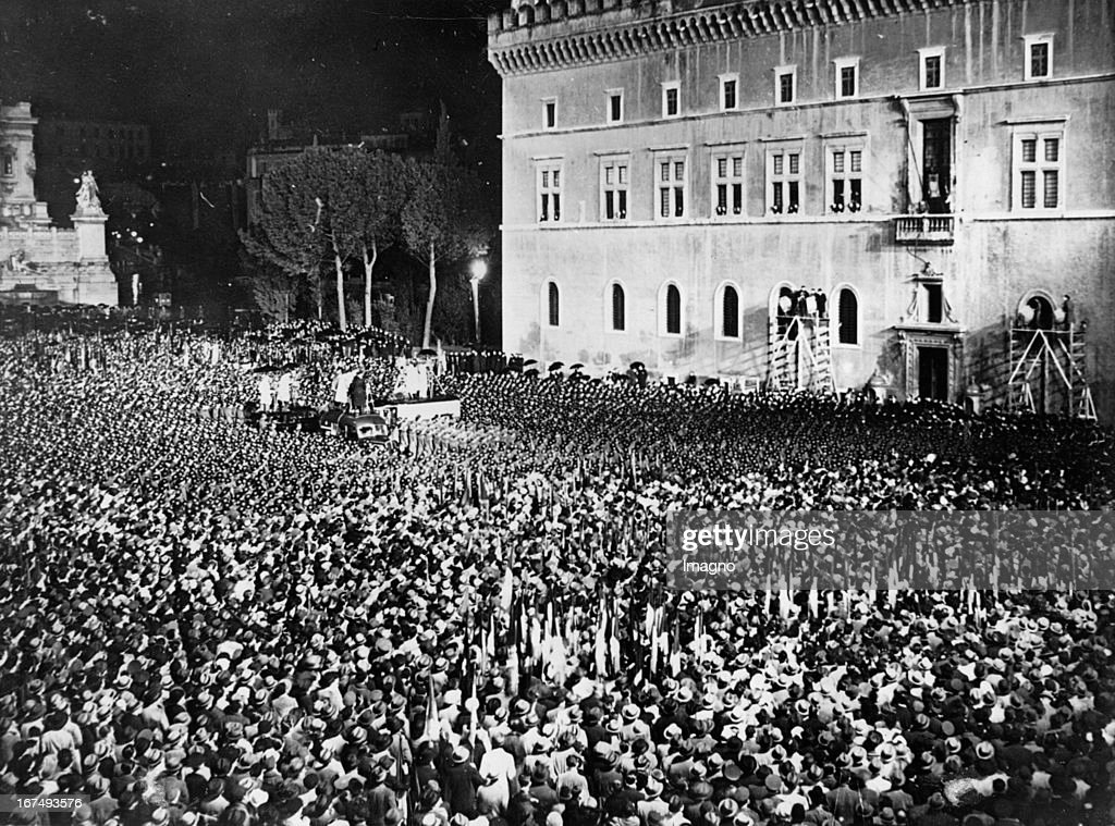 <a gi-track='captionPersonalityLinkClicked' href=/galleries/search?phrase=Benito+Mussolini&family=editorial&specificpeople=90389 ng-click='$event.stopPropagation()'>Benito Mussolini</a>'s speech on the Piazza Venezia/Rome in which he announced the withdrawal of Italy from the Völkerbund. 12th December 1937. Photograph. (Photo by Imagno/Getty Images) Ansprache <a gi-track='captionPersonalityLinkClicked' href=/galleries/search?phrase=Benito+Mussolini&family=editorial&specificpeople=90389 ng-click='$event.stopPropagation()'>Benito Mussolini</a>s auf der Piazza Venezia/Rom in der er den Austritt Italiens aus dem Völkerbund verkündet. 12. Dezember 1937. Photographie.
