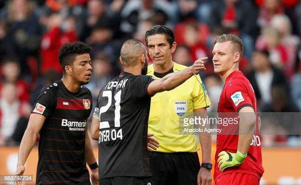 LEVERKUSEN GERMANY APRIL 2 Benjamin Henrichs Omer Toprak and Torwart Bernd Leno of Leverkusen talk to referee Deniz Aytekin during the Bundesliga...