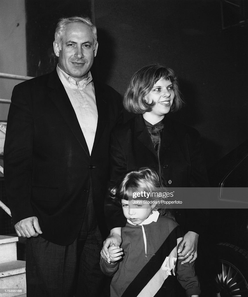 Benjamin Netanyahu with his wife Sara and their son Yair, 1996.