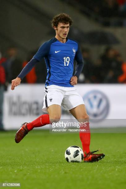 Benjamin Pavard of France runs with the ball during the international friendly match between Germany and France at RheinEnergieStadion on November 14...
