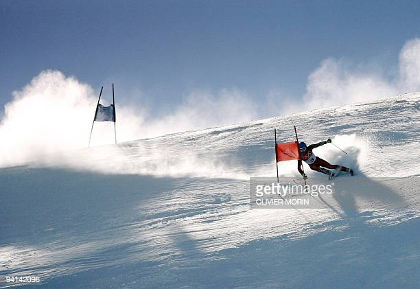 Benjamin Raich from Austria passes a gate 20 February 2006 during the Men's Giant Slalom 1st run in Sestriere Colle Italy Raich clocked 11695 The...