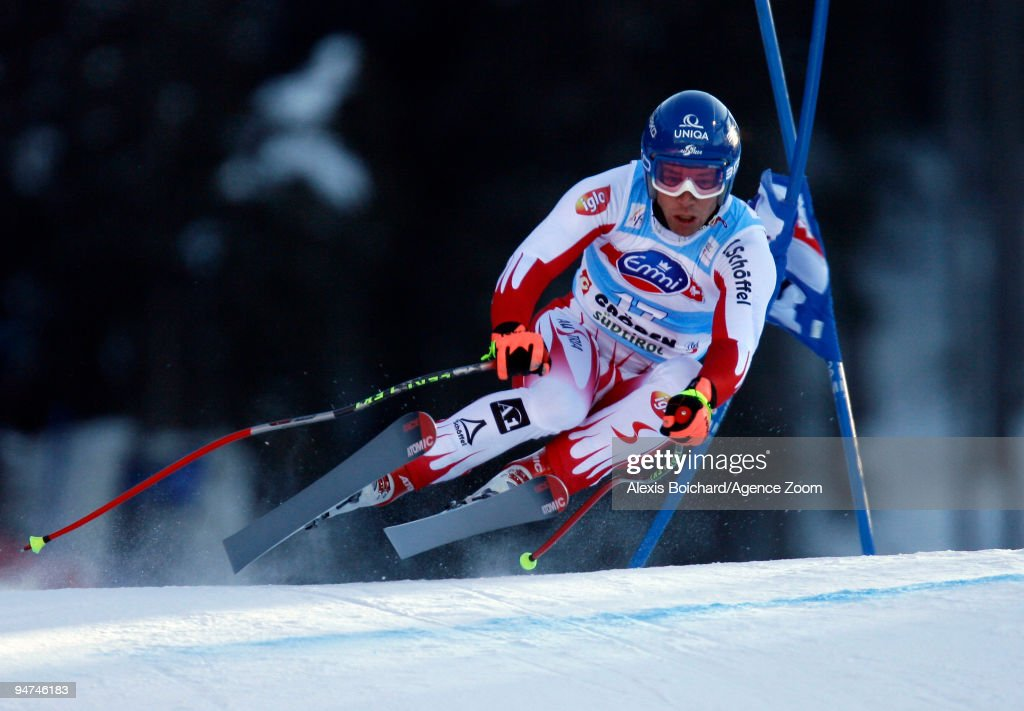 <a gi-track='captionPersonalityLinkClicked' href=/galleries/search?phrase=Benjamin+Raich&family=editorial&specificpeople=209244 ng-click='$event.stopPropagation()'>Benjamin Raich</a> of Austria during the Audi FIS Alpine Ski World Cup Men's Super G on December 18, 2009 in Val Gardena, Italy.