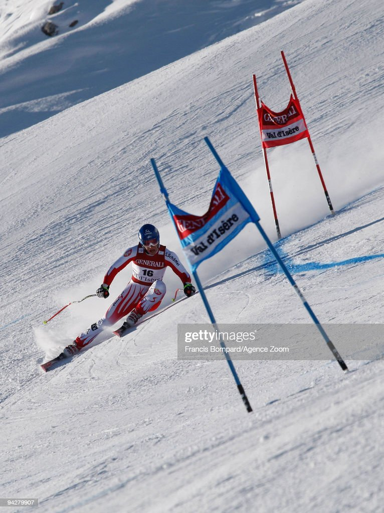 <a gi-track='captionPersonalityLinkClicked' href=/galleries/search?phrase=Benjamin+Raich&family=editorial&specificpeople=209244 ng-click='$event.stopPropagation()'>Benjamin Raich</a> of Austria takes 1st place during the Audi FIS Alpine Ski World Cup Men's Super Combined on December 11, 2009 in Val d'Isere, France.