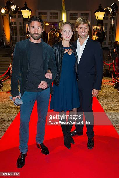 Benjamin Sadler Sophie von Kessel and Marcus Mittermeier attend the 'Zwischen den Zeiten' premiere on October 1 2014 in Berlin Germany