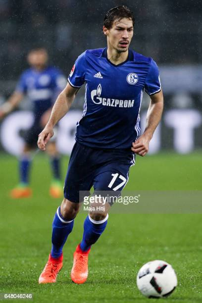 Benjamin Stambouli of Schalke controls the ball during the Bundesliga match between Borussia Moenchengladbach and FC Schalke 04 at BorussiaPark on...