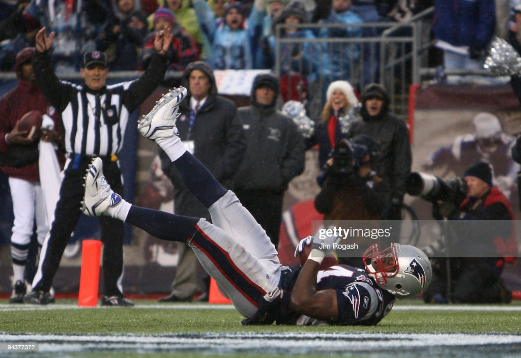 Benjamin Watson #84 of the New England Patriots scores a 5-yard touchdown reception in the third quarter against the Carolina Panthers at Gillette Stadium on December 13, 2009 in Foxboro, Massachusetts. The Patriots won 20-10.