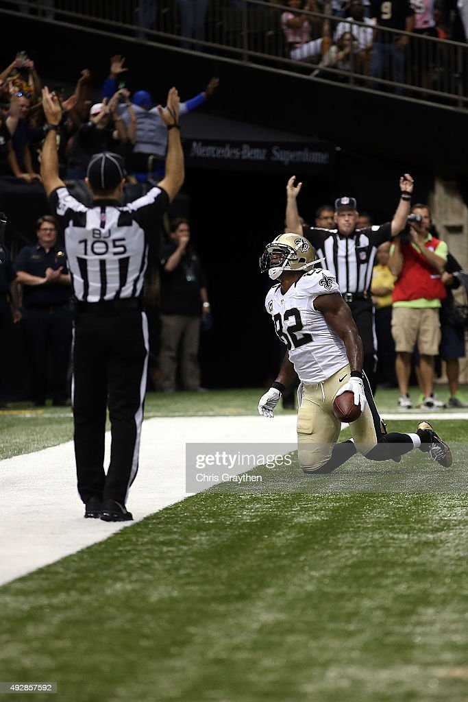 Benjamin Watson #82 of the New Orleans Saints scores a touchdown during the third quarter of a game against the Atlanta Falcons at the Mercedes-Benz Superdome on October 15, 2015 in New Orleans, Louisiana.