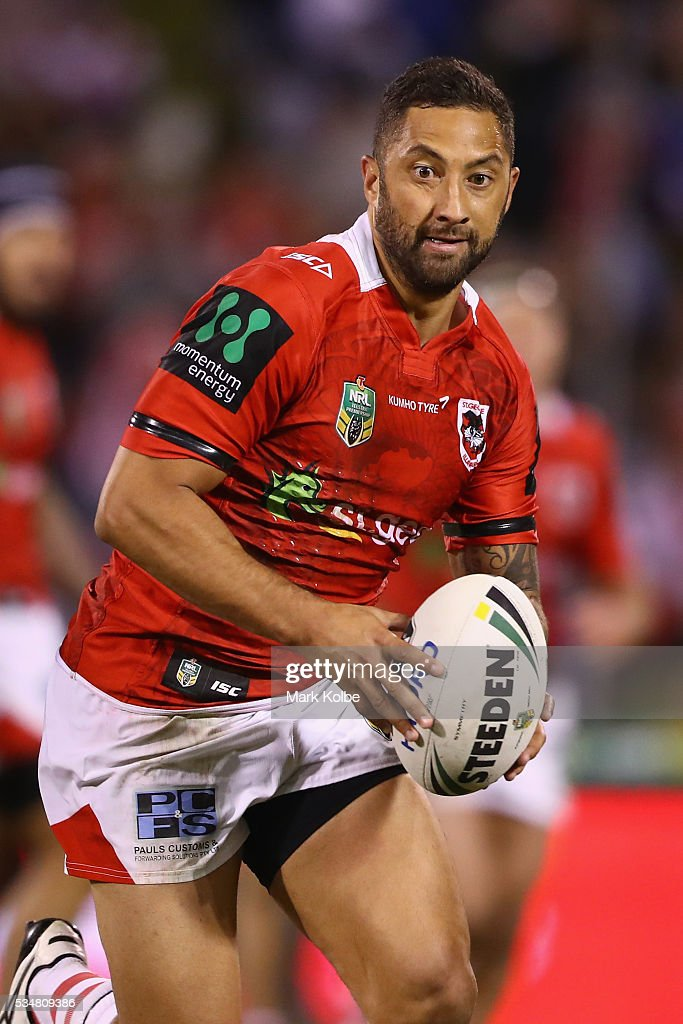 <a gi-track='captionPersonalityLinkClicked' href=/galleries/search?phrase=Benji+Marshall&family=editorial&specificpeople=215506 ng-click='$event.stopPropagation()'>Benji Marshall</a> of the Dragons runs the ball during the round 12 NRL match between the St George Illawarra Dragons and the North Queensland Cowboys at WIN Jubilee Stadium on May 28, 2016 in Wollongong, Australia.