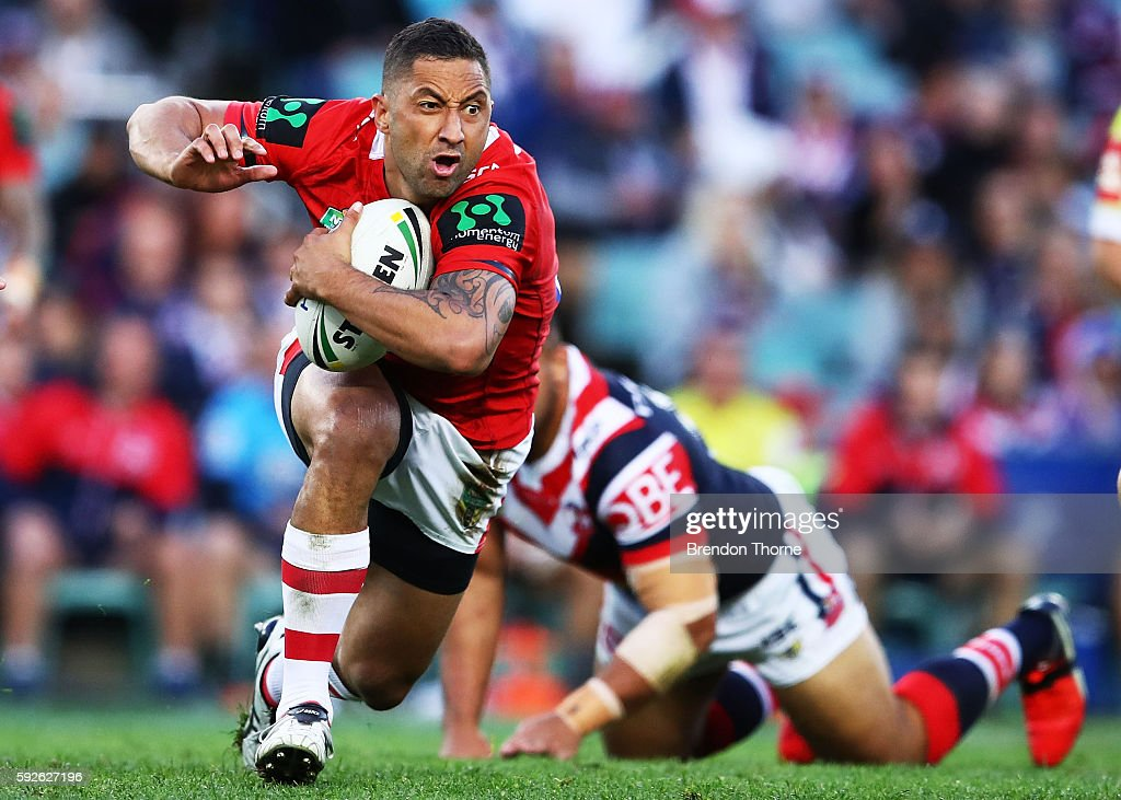 Benji Marshall of the Dragons runs the ball during the round 24 NRL match between the Sydney Roosters and the St George Illawarra Dragons at Allianz Stadium on August 21, 2016 in Sydney, Australia.