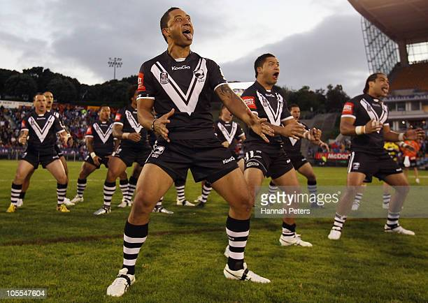 Benji Marshall of the New Zealand Kiwis leads the haka before the international match between New Zealand Kiwis and Samoa at Mt Smart Stadium on...