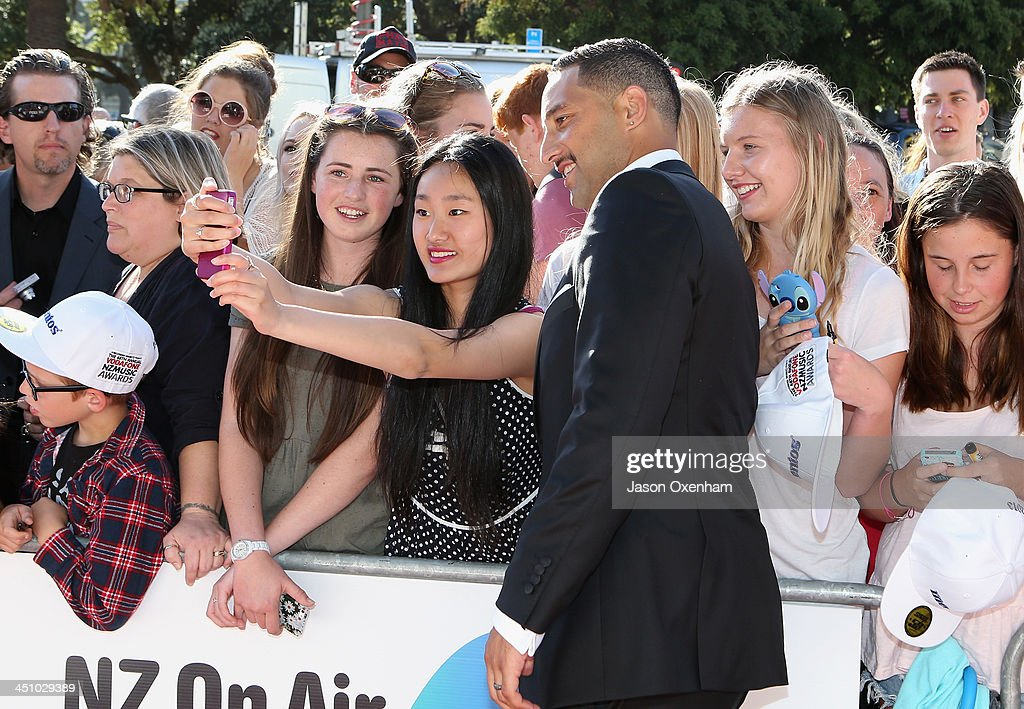 <a gi-track='captionPersonalityLinkClicked' href=/galleries/search?phrase=Benji+Marshall&family=editorial&specificpeople=215506 ng-click='$event.stopPropagation()'>Benji Marshall</a> poses with fans after he arrives at the New Zealand Music Awards at the Vector Arena on November 21, 2013 in Auckland, New Zealand.