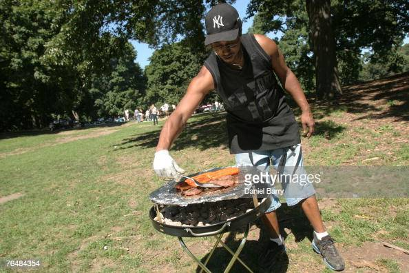 Bennie Johnson grills in Prospect Park September 2 2007 in the Brooklyn borough of New York City Near perfect weather conditions in New York brought...