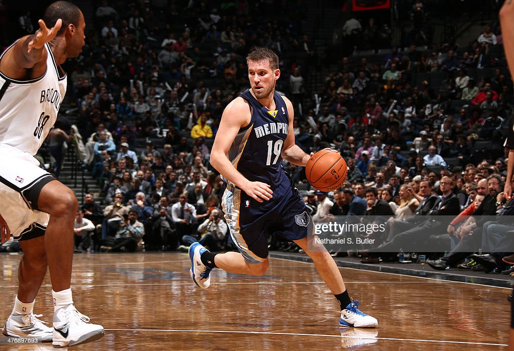 <a gi-track='captionPersonalityLinkClicked' href=/galleries/search?phrase=Beno+Udrih&family=editorial&specificpeople=202616 ng-click='$event.stopPropagation()'>Beno Udrih</a> #19 of the Memphis Grizzlies handles the ball against <a gi-track='captionPersonalityLinkClicked' href=/galleries/search?phrase=Jason+Collins+-+Giocatore+di+basket&family=editorial&specificpeople=201926 ng-click='$event.stopPropagation()'>Jason Collins</a> #98 of the Brooklyn Nets during a game at the Barclays Center on March 5, 2014 in the Brooklyn borough of New York City.