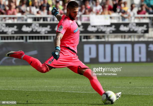 Benoit Costil of Bordeaux in action during the Ligue 1 match between FC Girondins de Bordeaux and FC Nantes at Stade Matmut Atlantique on October 15...
