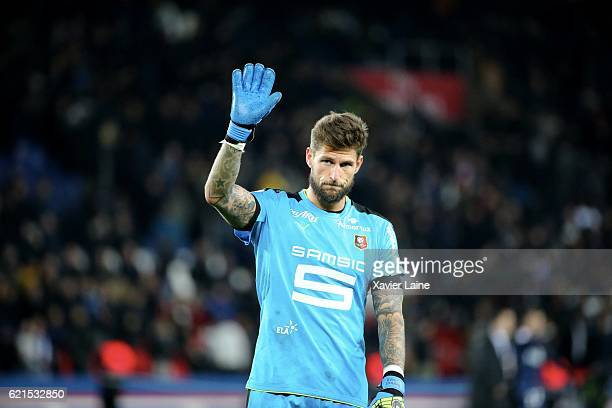 Benoit Costil of Stade de Rennes FC during the French Ligue 1 match between Paris SaintGermain and Stade Rennes FC at Parc des Princes on November 6...