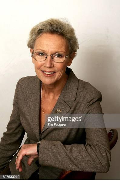 Benoite Taffin on the set of TV show 'Piques et Polemiques'