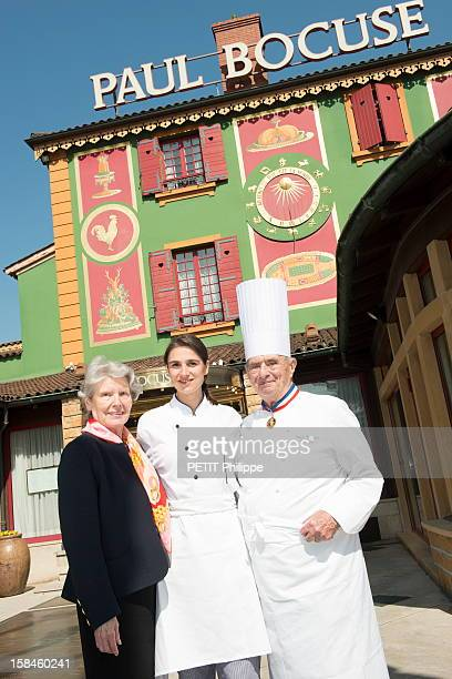 MONTd'OR FRANCE MARCH 28 Berangere Loiseau daughter of Bernard Loiseau with Paul Bocuse and his wife Raymonde in the restaurant of Chef Paul Bocuse...
