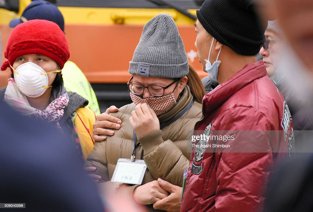 Bereaved family members shed tears as they check a body of the victim recovered from the collapsed building on February 10, 2016 in Tainan, Taiwan. A strong magnitude 6.4 earthquake hit Southern Taiwan on February 6, killing at least 46 people and 94 unaccounted for.