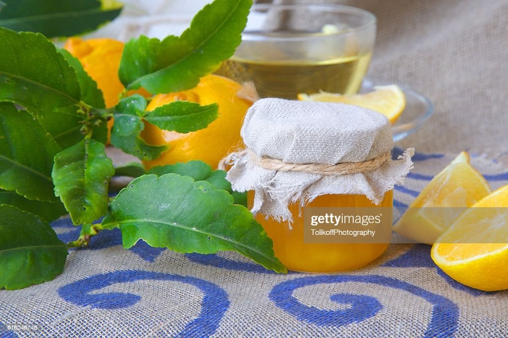 Bergamot blossom honey : Stock Photo