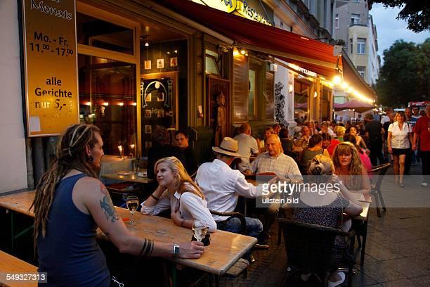 Bergmannstrassenfest 2012 Berlin Kreuzberg grosses Kiezfest in der Bergmannstrasse Zehntausende Besucher aus vielen Nationen genosssen die entspannte...