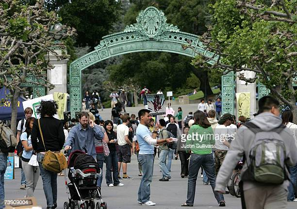 Berkeley students walk through Sproul Plaza on the UC Berkeley campus April 17 2007 in Berkeley California Robert Dynes President of the University...