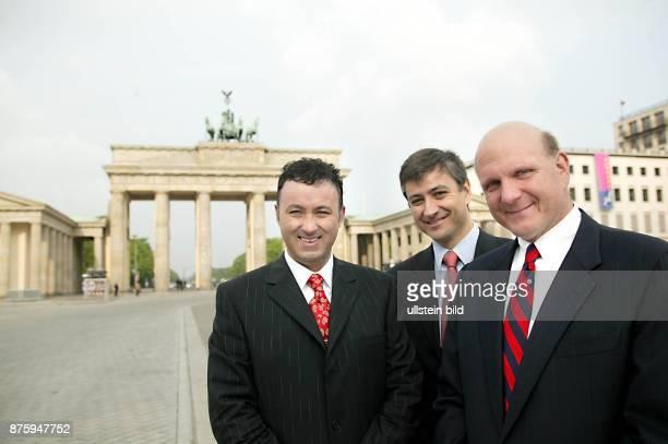 Microsoft CEO Steve Ballmer mit Juergen Gallmann Vorsitzender der Geschaeftsfuehrung Microsoft Deutschland und JeanPhilippe Courtois CEO Microsoft...