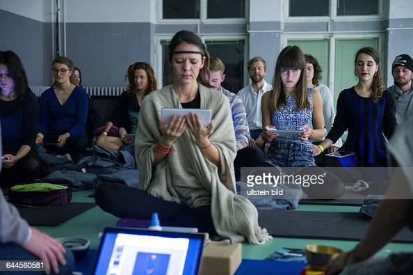 Berlin State Workshops 'Time Out TimelineSee your brain on mindfulness meditation' von Martin Sonar und Henni Steinhart