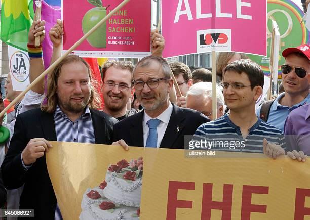 Berlin Bildaktion zur Ehe für alle vor dem Bundesrat Foto Anton Hofreiter Fraktionsvorsitzender Volker Beck Sprecher für Innenpolitik der...