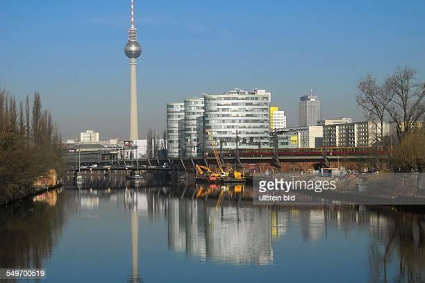 Berlin Blick auf das ehemalige BAR 25 Spreeufergelaende dass zurzeit beraeumt und Bauvorbereitet wird Die KATERHOLZIG Gruppe hat das Gelaende nun in...