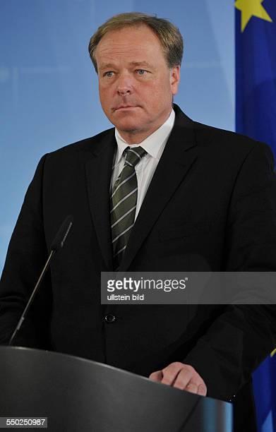 Berlin Bundesentwicklungsminister Dirk Niebel anlässlich eines Pressestatements zum Stadd deutscher Hilfeleistungen für die Erdbebenopfer in Haiti