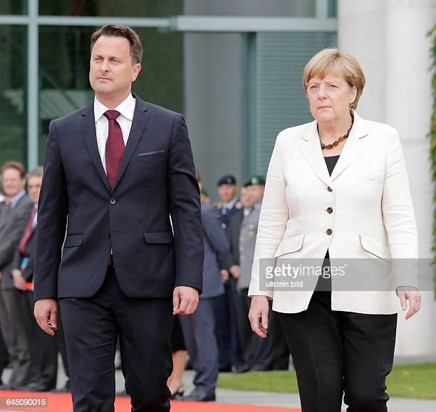 Berlin Bundeskanzleramt Begrüßung des Premierminister des Großherzogtums Luxemburg Xavier Bettel durch Bundeskanzlerin Angela Merkel mit...