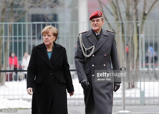 Berlin Bundeskanzleramt Empfang des singapurischen Premierministers Lee Hsien Loong mit militärischen Ehren durch BK'in Merkel Foto Angela Merkel mit...