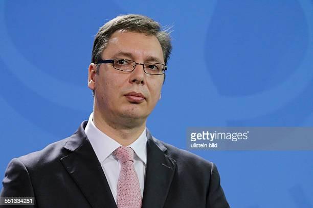 Berlin Bundeskanzlerin empfängt den serbischen Ministerpräsidenten Aleksandar Vucic mit militärischen Ehren im Bundeskanzleramt FotoSerbischen...