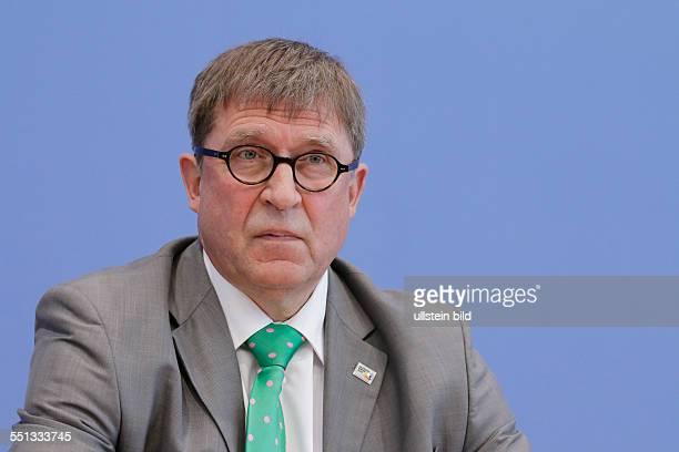 Berlin Bundespressekonferenz Thema Vorstellung der Zahlen kindlicher Gewaltopfer Auswertung der Polizeilichen Kriminalstatistik 2013 Foto Rainer...