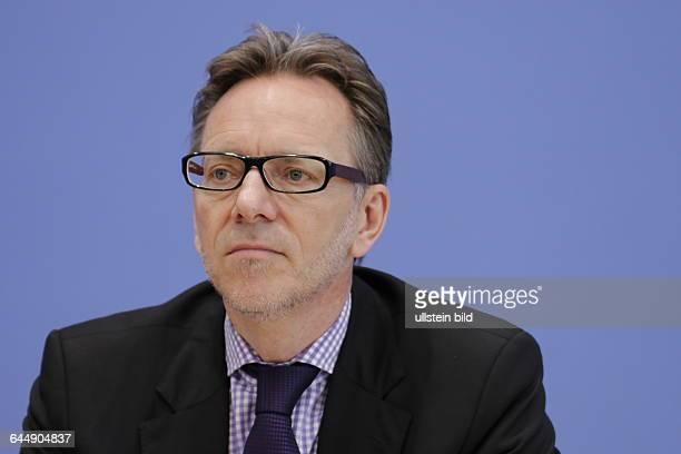 Berlin Bundespressekonferenz Thema Vorstellung der Zahlen kindlicher Gewaltopfer Auswertung der Polizeilichen Kriminalstatistik 2014 Foto Holger...