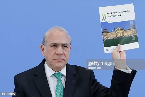 Berlin Bundespressekonferenz Thema Vorstellung des OECD Wirtschaftsberichts Deutschland Foto José Ángel Gurría Generalsekretär der Organisation für...