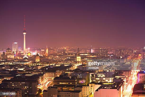 Berlin Skyline bei Nacht, Luftaufnahme