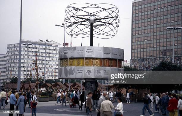 DDR Berlin ca 1978 Weltzeituhr am Alexanderplatz